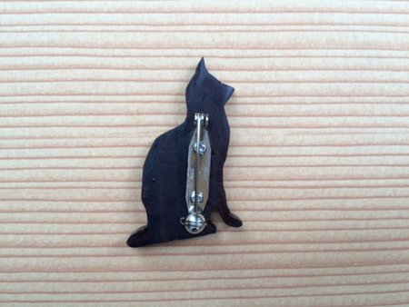 木のブローチ 首かしげ猫